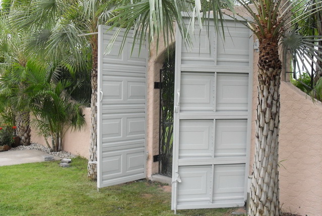 Entry garage door.... Rayong